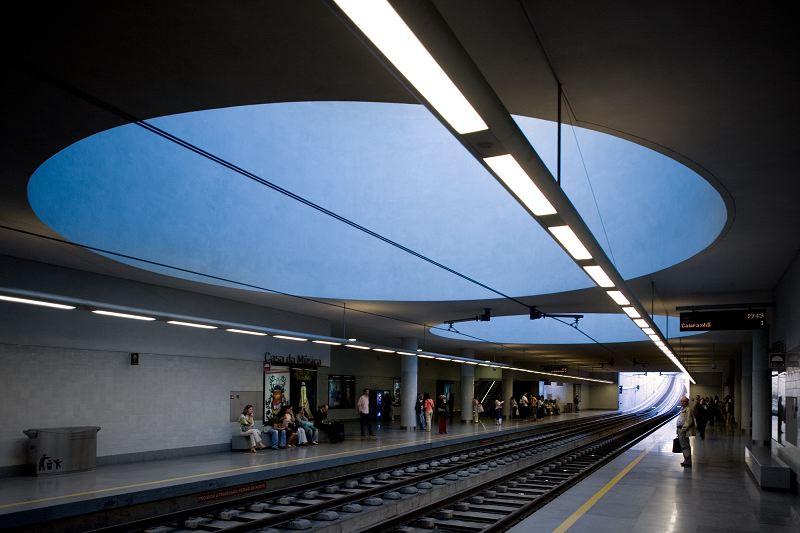 Esta%C3%A7%C3%A3o+de+Metr%C3%B4+Casa+da+M%C3%BAsica+-+Porto.jpg
