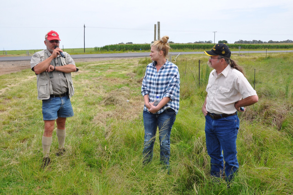 Gerrit Roos talks sheep with Kassi Berard and Randy Fair.