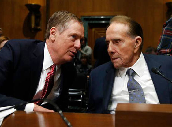 Robert Lighthizer (left) and Senator Bob Dole who introduced him in the senate hearing.