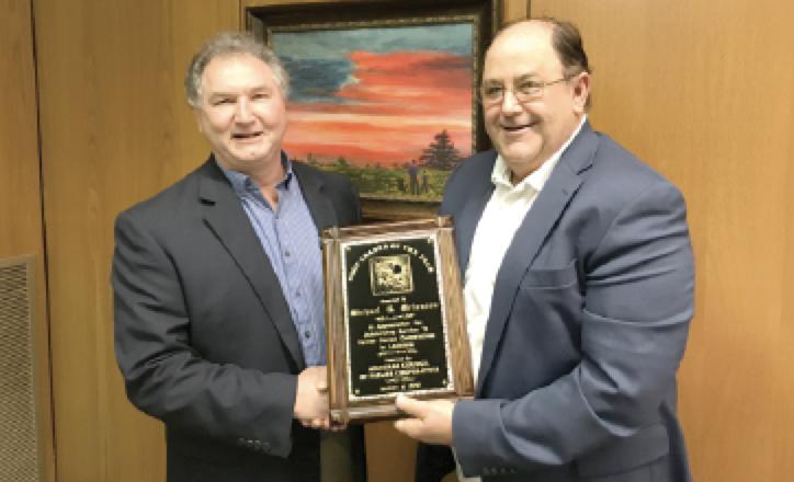 Louisiana sugarcane farmer Mike Melancon (right) receives his award from LCFC Secretary Lenny Waguespack.