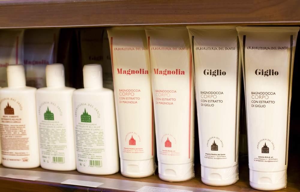 <p><strong>Shampoo</strong><a href=http://www.libreriadelsanto.it/reparti/herborarium-del-santo/shampoo-e-doccia-shampoo/3577.html>Scopri di più →</a></p>
