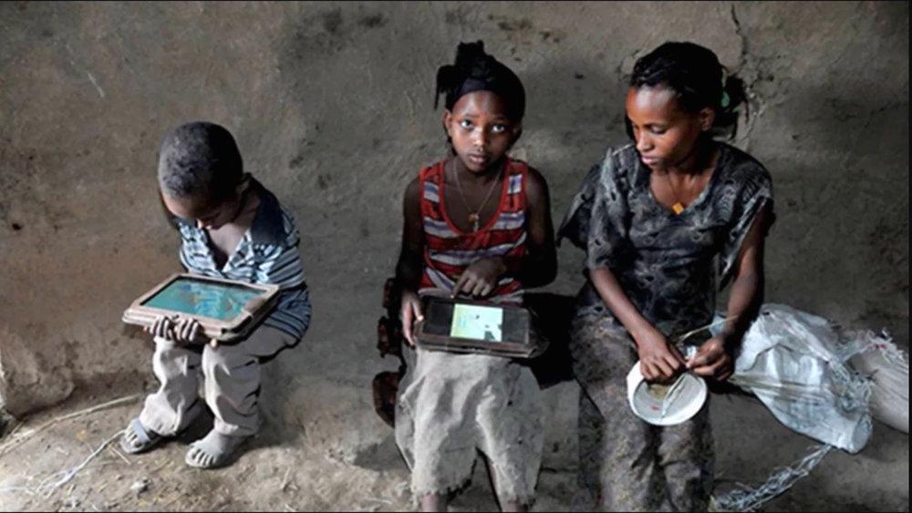 etheopian-kids-teach-themselves.jpg