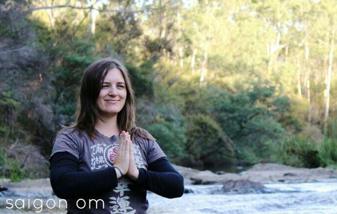 sarah-martin-yoga-mindfulness-class-vietnam