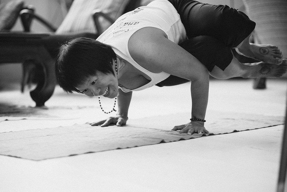 hang-nhan-vinyasa-flow-yoga-mindfulness-class-vietnam