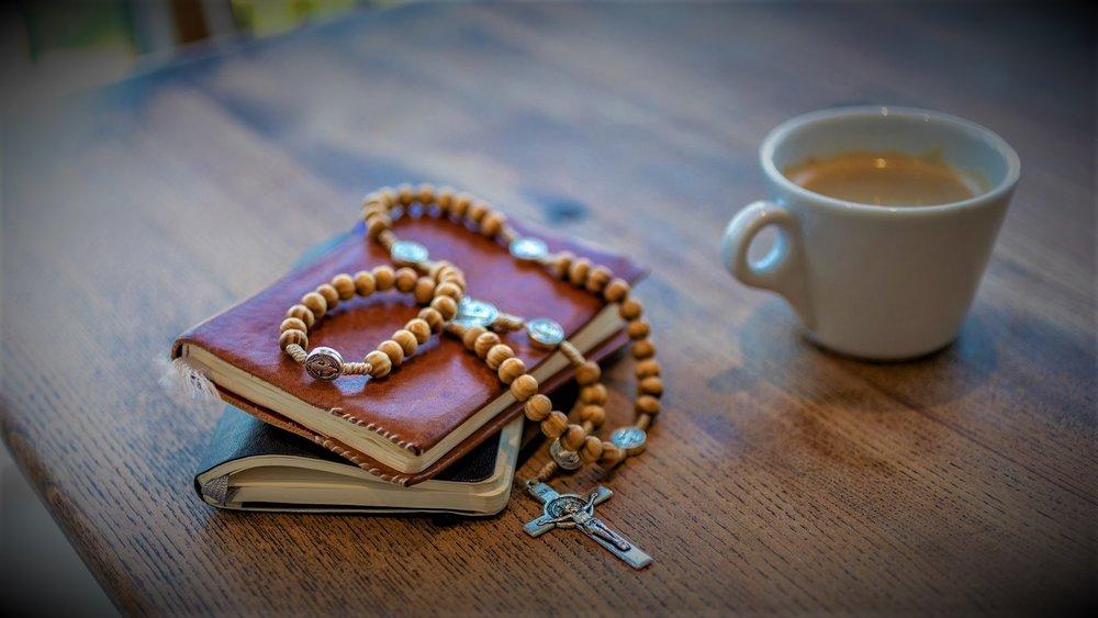 rosary-3857774_1920.jpg
