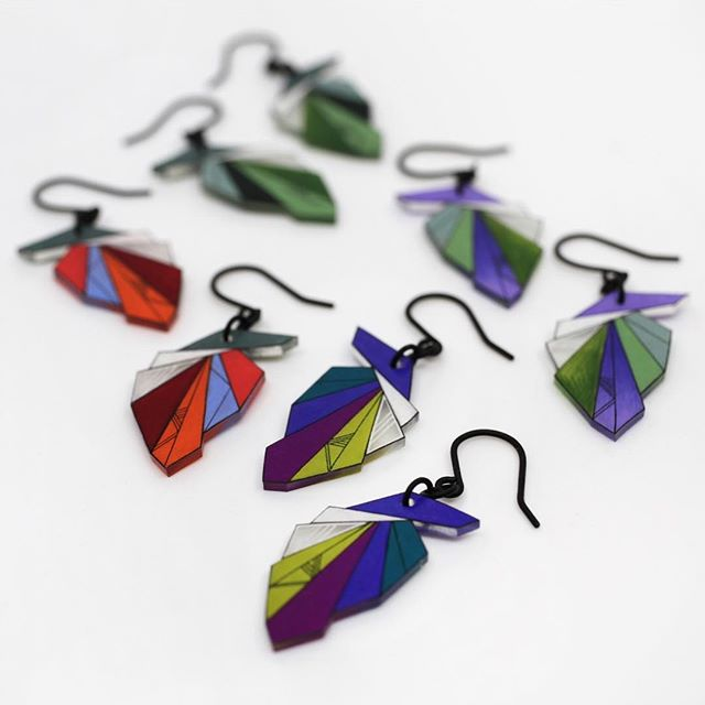 Trying out some colour combinations on this newest drop earring shape. I'll be adding this design to the online shop next week💙  #geometric #earrings #dangleearrings #dropearrings #jewelry #design #jewelrydesign  #yyc #yycarts #yyzarts #colour #pantone #etsy #etsyshop #madeincanada #handmade