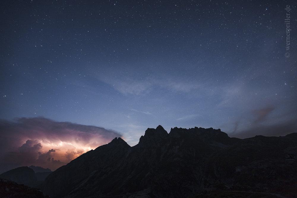 Wetterleuchten und Sternenhimmel, Slowenien  Sheet lightning and starry sky, Slovenia