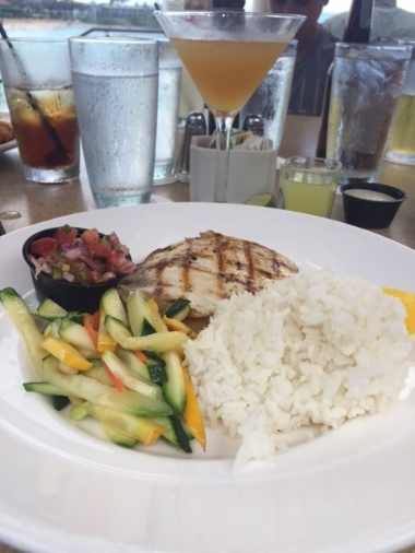 My ideal gluten-free lunch...mahi mahi was wonderfully grilled and that very potent cocktail was mixed to perfection.