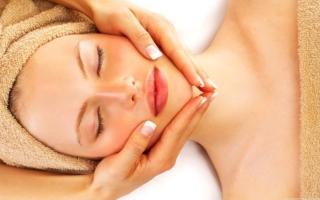 Nuestro lifting natural aportara a tu rostro la tersura que necesita con materias primas naturales y sin procedimientos invasivos para tu piel.