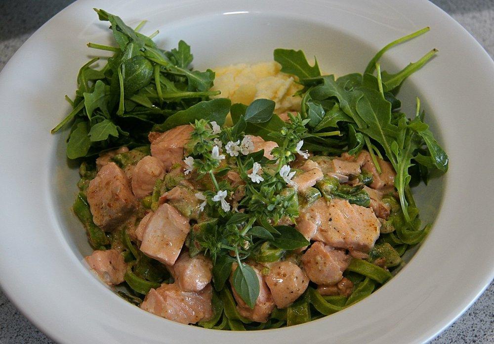 salmon_rocket_pasta_food_dining_refreshments_dinner_steamed-540054.jpg