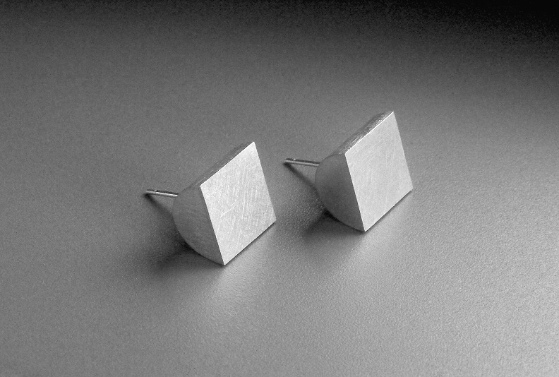 31 Square Top Earrings '00.jpg