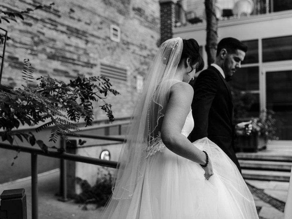 downtown-toronto-george-restaurant-wedding-photographer-25