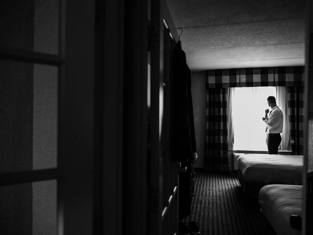 004-groom-getting-ready-toronto-wedding-hotel.jpg