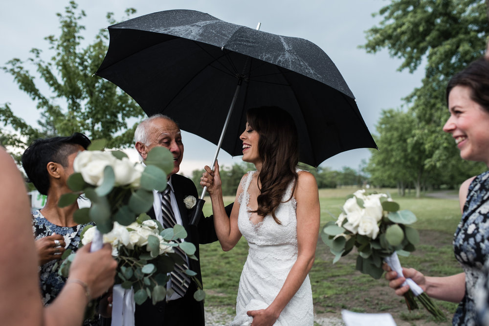 131-wedding-ceremony-in-the-rain-toronto-photographer.jpg