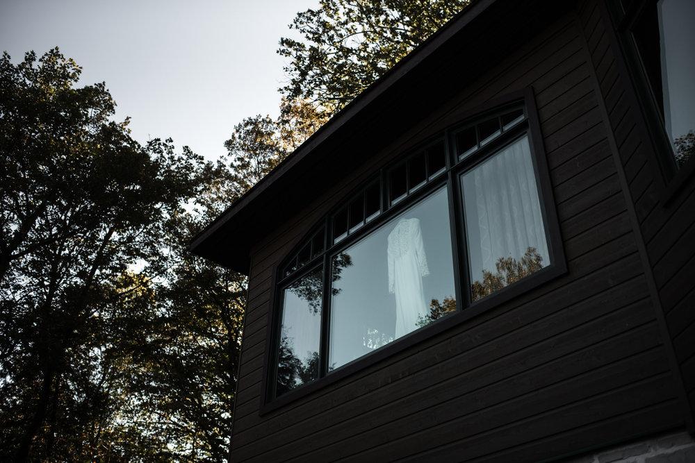 084-ontario-cottage-wedding-photographer-toronto-outdoors.jpg