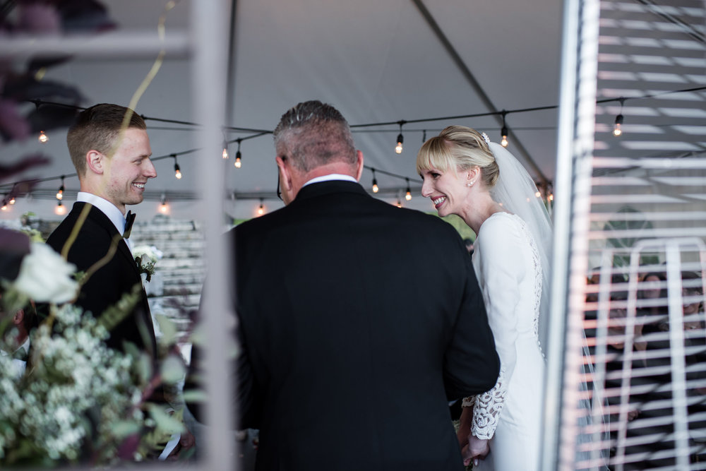 039-cottage-wedding-ceremony-toronto-photographer-lakeside.jpg