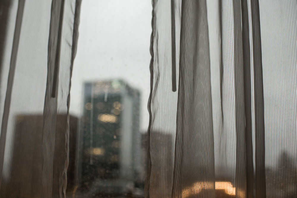 140-wedding-couple-getting-ready-toronto-hotel-rainy-day-photographer.jpg