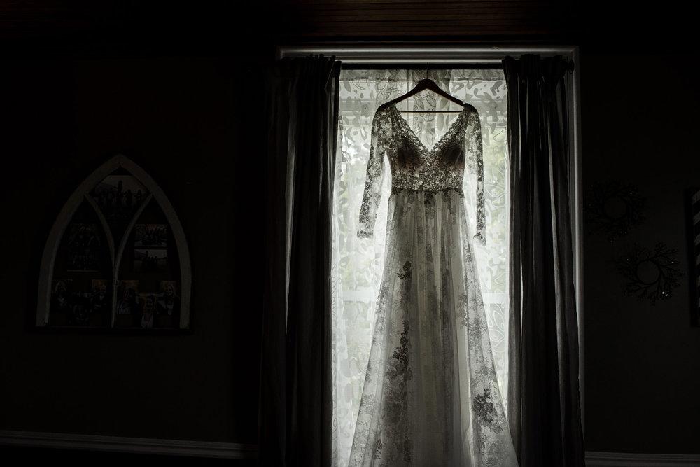 209-lace-dress-long-sleeve-wedding-bride-toronto-ottawa.jpg