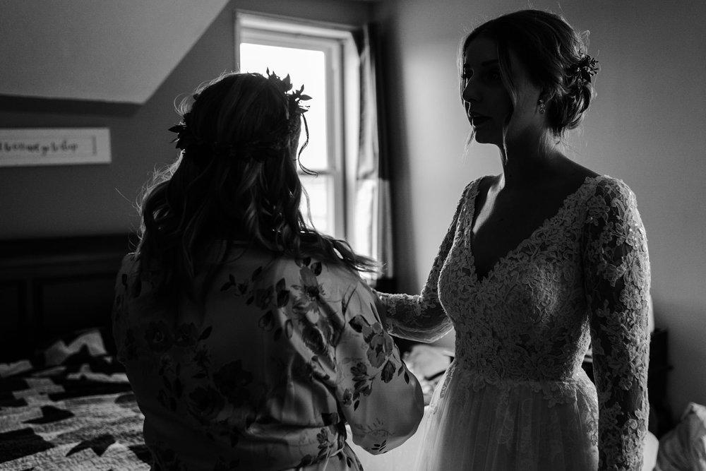 203-bride-toronto-photographer-ottawa-reading-letter-from-groom.jpg