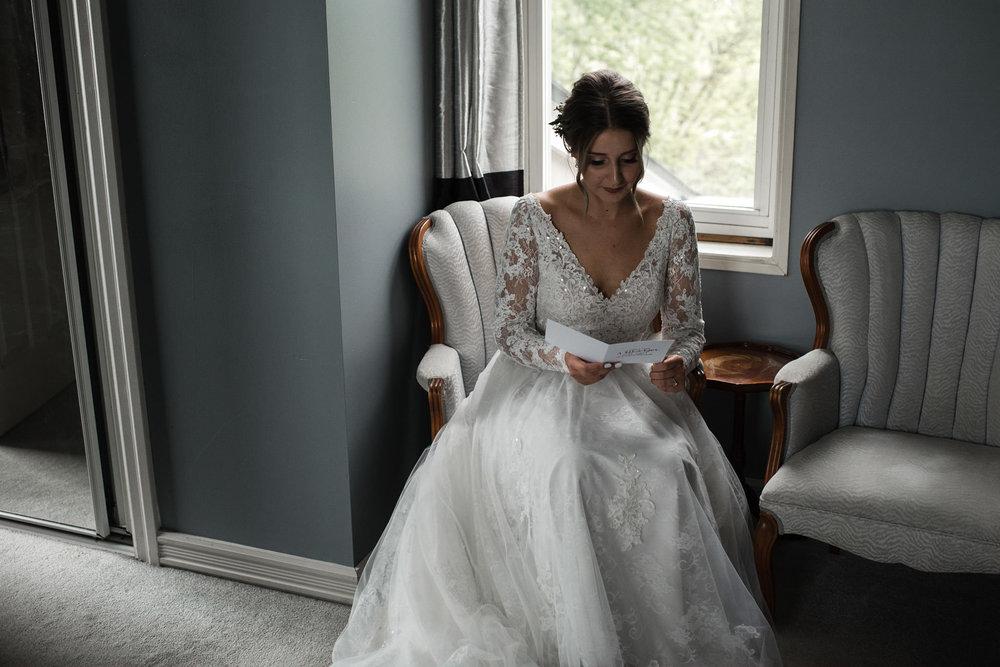 200-bride-toronto-photographer-ottawa-reading-letter-from-groom.jpg