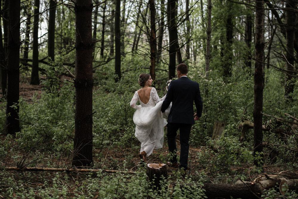 161-forest-wedding-couple-photos-long-sleeve-lace-dress-toronto.jpg
