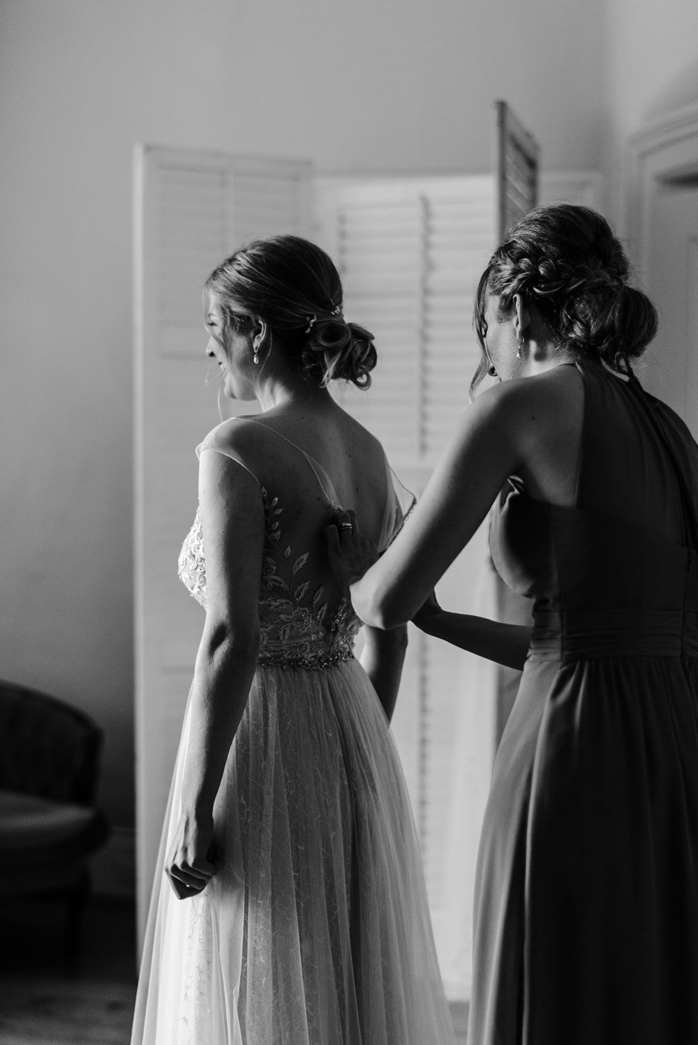 275-bride-getting-ready-elegant-tulle-wedding-dress.jpg