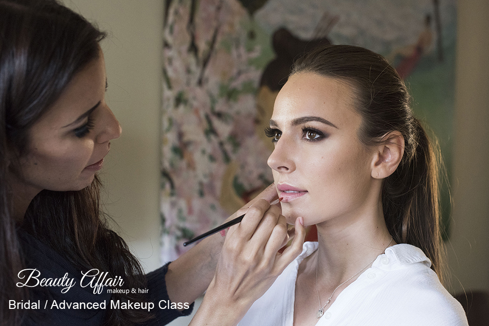 Brazilian makeup artist Angelica ( @_angelicamnogueira ) is learning new skills at her advances bridal makeup class.