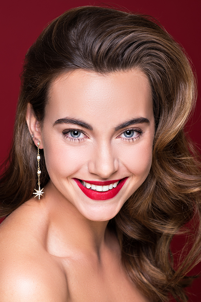 Smile red mat lips holiday makeup Victoria Edwards Agne Tomas Skaringa.jpg