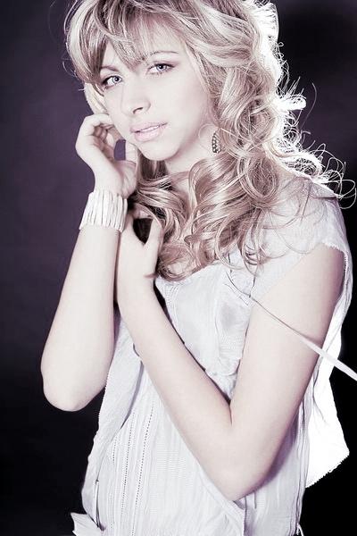 Bridal makeup and curls.jpg