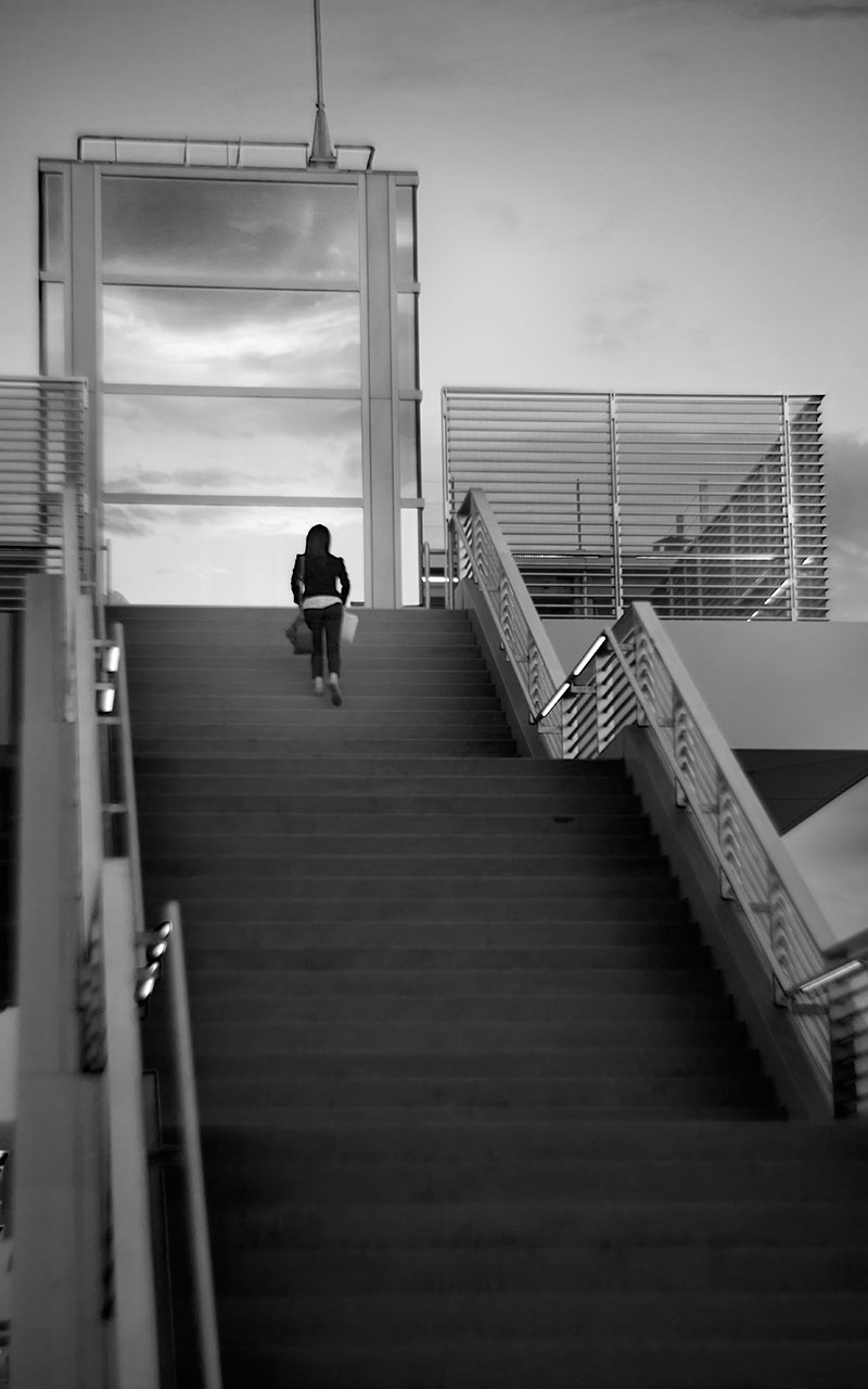 20150825-ATC-Petzval-Test-Girl-Stairs-BW.jpg