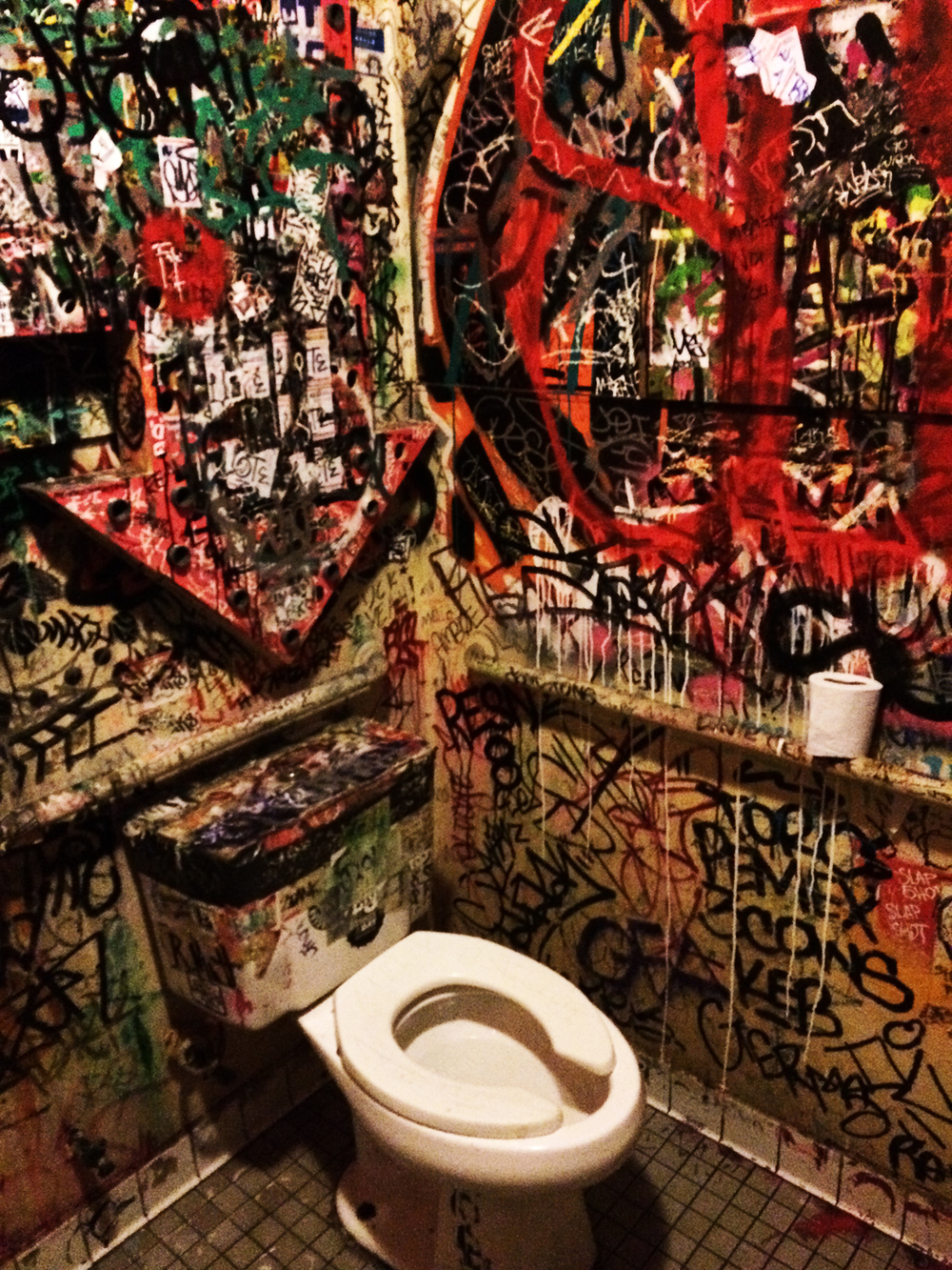 Grafitti-toilet-1920.jpg