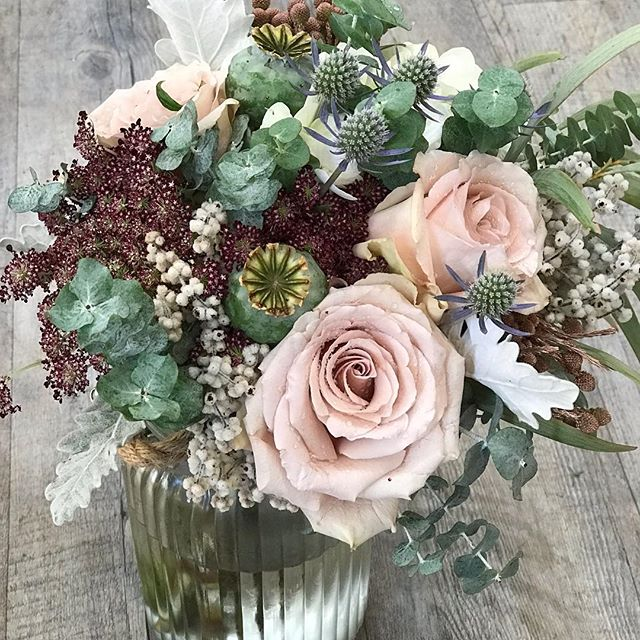 Love this arrangement #goldcoastflorist #floristlife #goldcoastflowers #florists #paradisepointflowers #paradisepointflorist #paradisepoint #goldcoastflorist #roses #wedding #goldcoastweddings