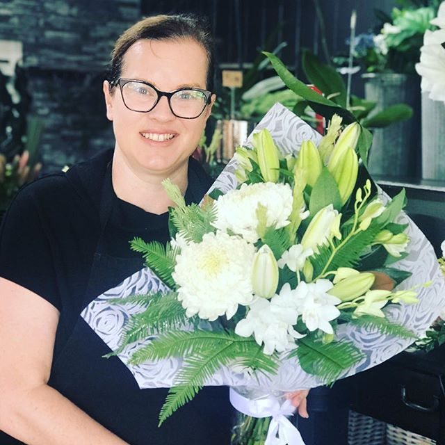 Beautiful all white arrangement to start the morning. So many lovely arrangements to select from today #goldcoastflorist #goldcoastflowers #flowers #florist #paradisepointflowers #paradisepointflorist