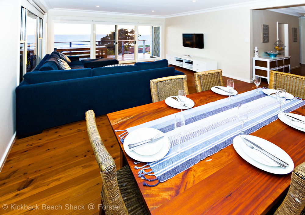 Forster-Accommodation-and-Pet-Friendly-Holiday-House-NSW-watch-and-eat-together