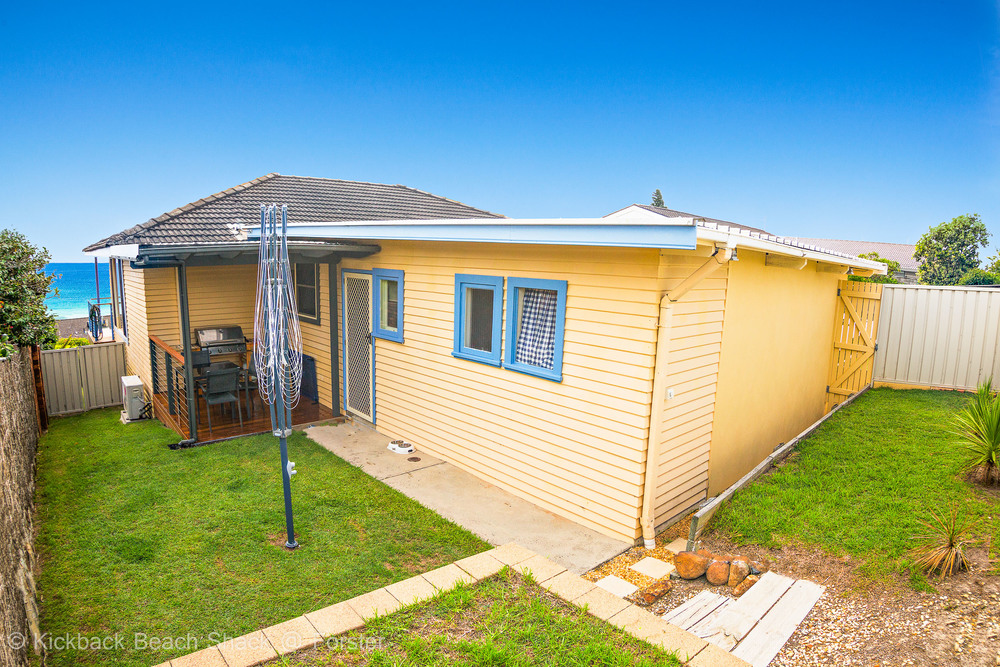 Forster-Accommodation-and-Pet-Friendly-Holiday-House-NSW-spacious