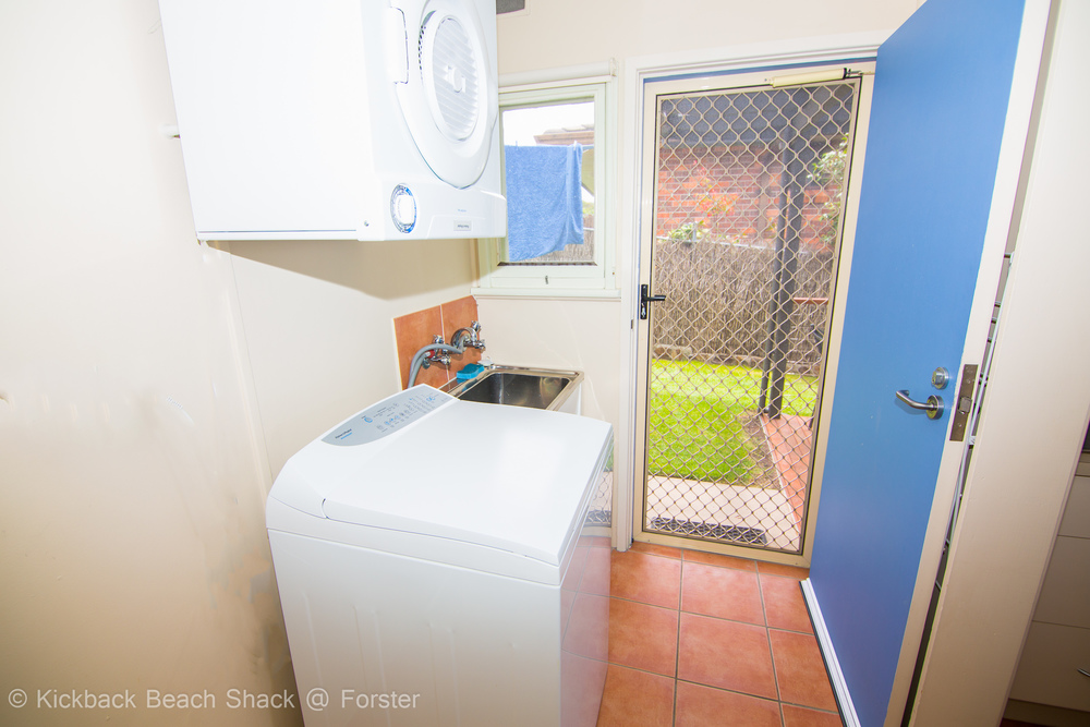 Forster-Accommodation-and-Pet-Friendly-Holiday-House-NSW-do-laundry