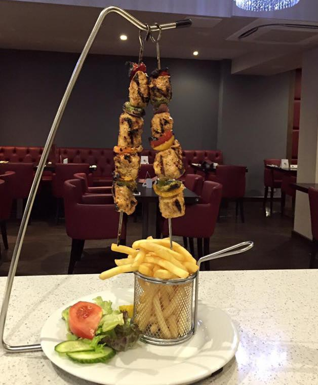 Image courtesy of Steak Lounge. Please note this is the main course version. With a starter you get one skewer, salad and no side.