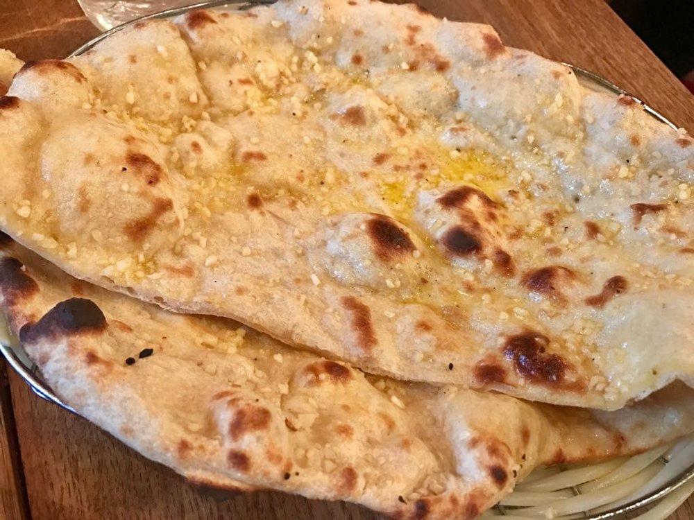 Side -Garlic Naan £2.50