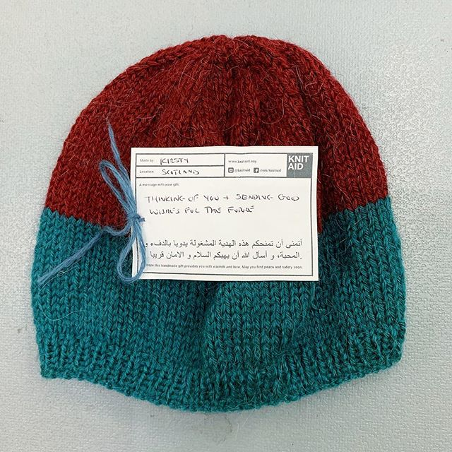 'Thinking of you and sending good wishes for the future' 'Made for you with hope and love. You are not forgotten' — Thank you Kirsty from Scotland 🏴󠁧󠁢󠁳󠁣󠁴󠁿❤️ #knitaid #knitaidforrefugees