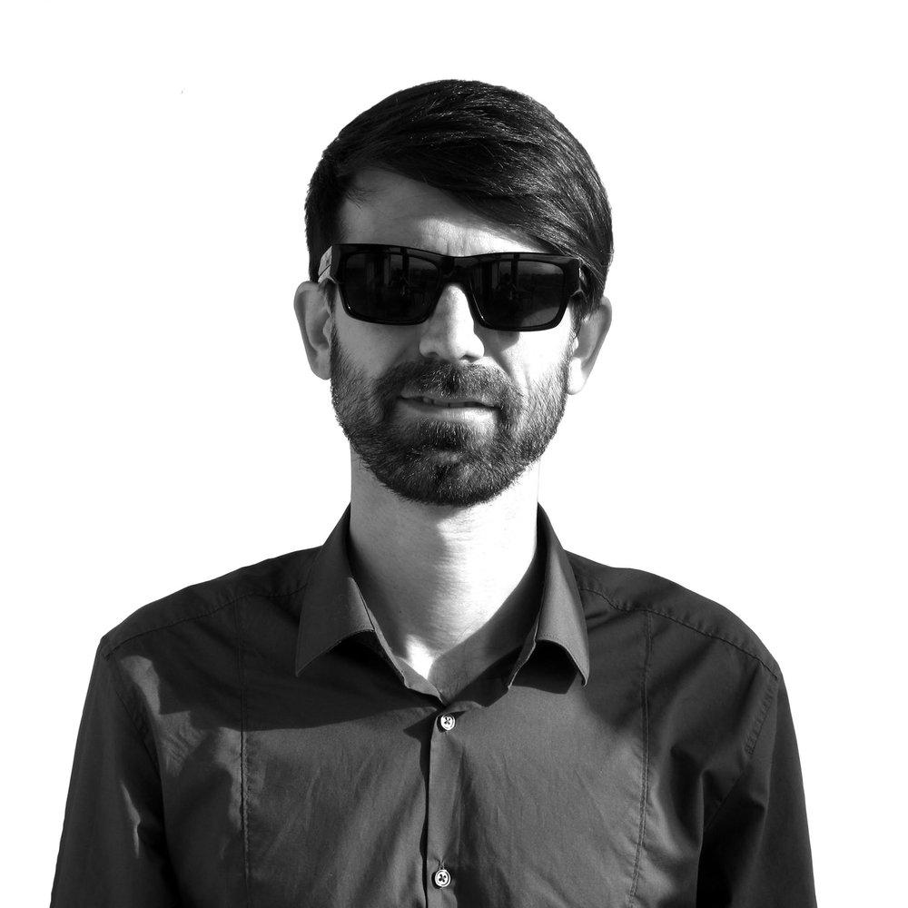 Diseño   David Díaz  Fundador y director creativo de  Akane Studio +Editor de  Ediciones Intrépidas +Presidente de  La Exprimidora , Asociación de diseñadores y creativos de Castellón.