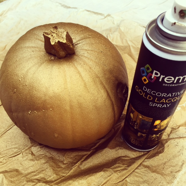 spray-gold-pumpkin