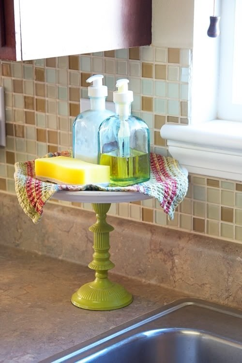 A place for your sink essentials.    (Photo: My Home Lookbook)