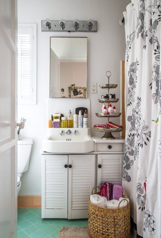 Bathroom bits.    (Photo: Apartment Therapy / Simran Design)