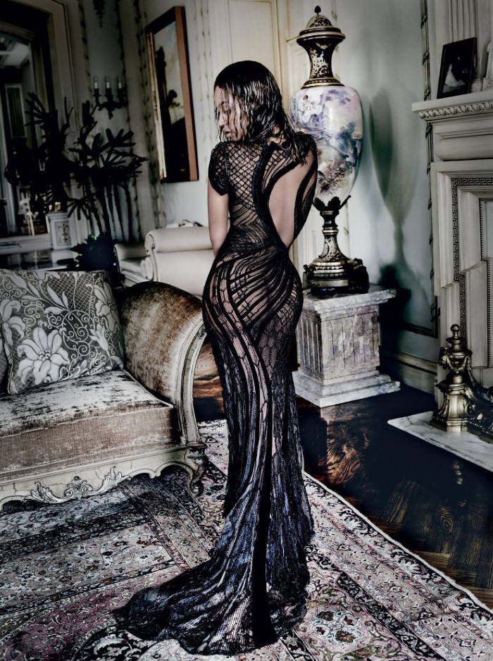 beyoncc3a9-by-mario-testino-for-vogue-us-september-2015-1.jpg