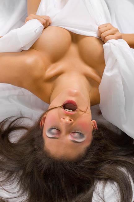 Какая польза женщине от оргазма