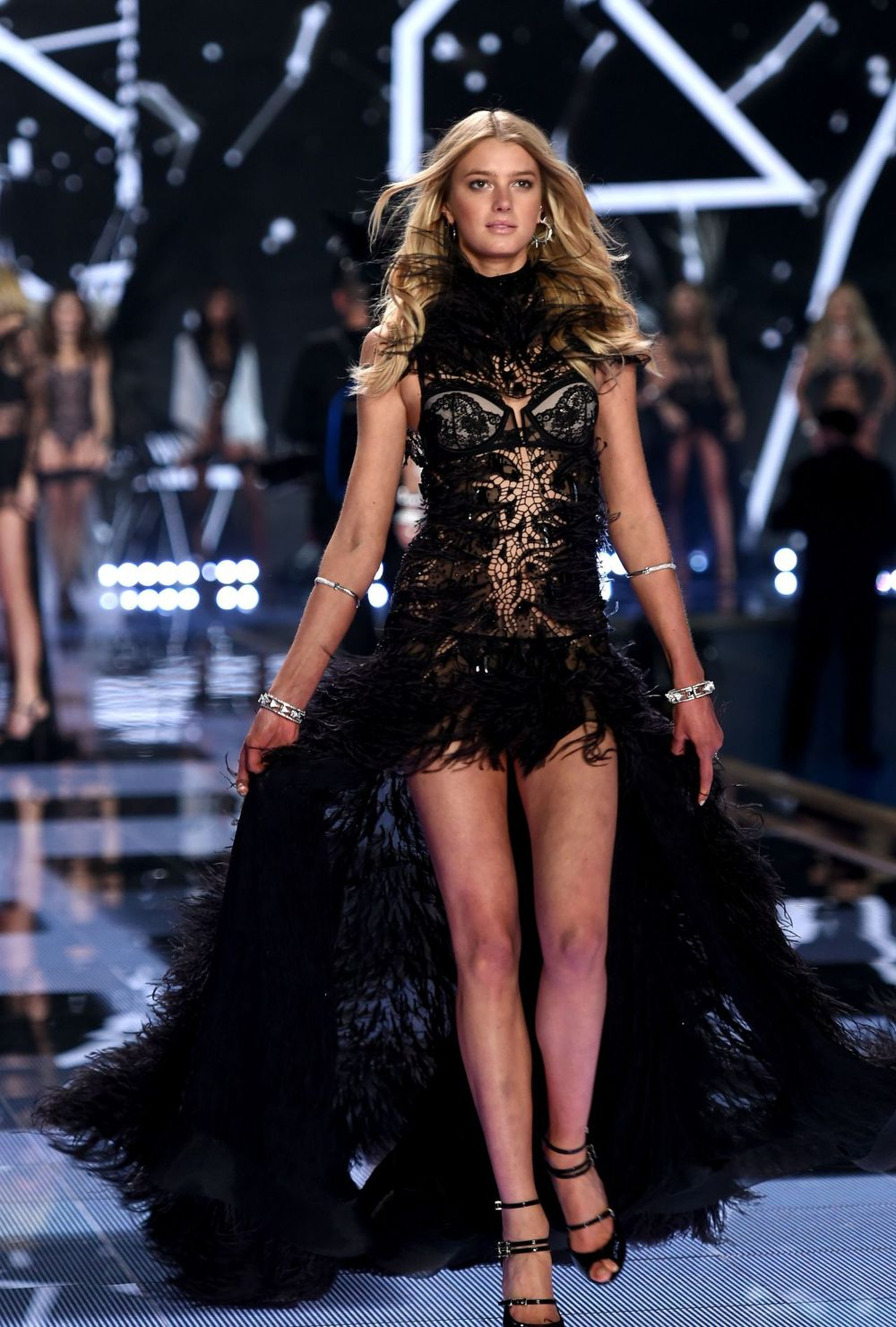 Victoria 39 S Secret Fashion Show 2014 London 2 Black Lace