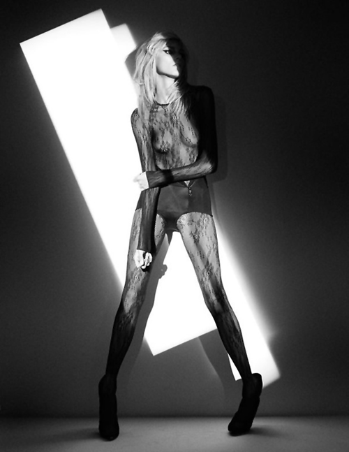 anja-rubik-victor-demarchelier-viva-mode-feb-201107.jpg