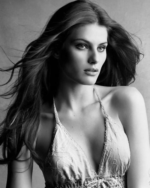 Isabeli-Fontana-Vogue-Brazil-Patrick- Victor-Demarchelier04.jpg