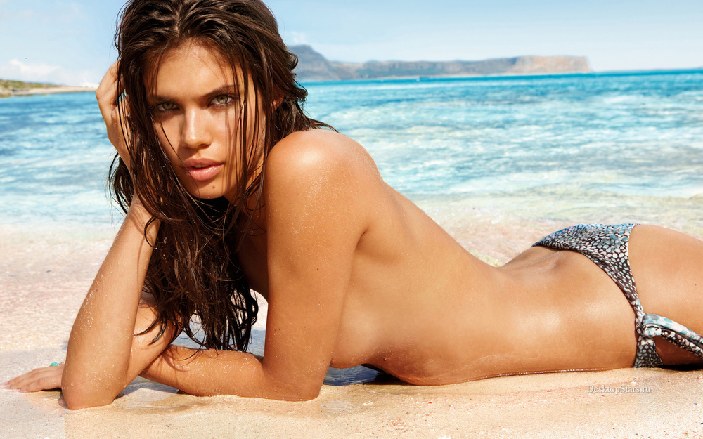 Sara-Sampaio-seaside-11-20-14.jpg