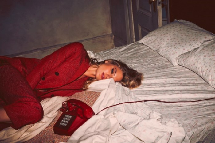 martha-hunt-by-guy-aroch-for-so-it-goes-magazine-fall-winter-2015-5.jpg
